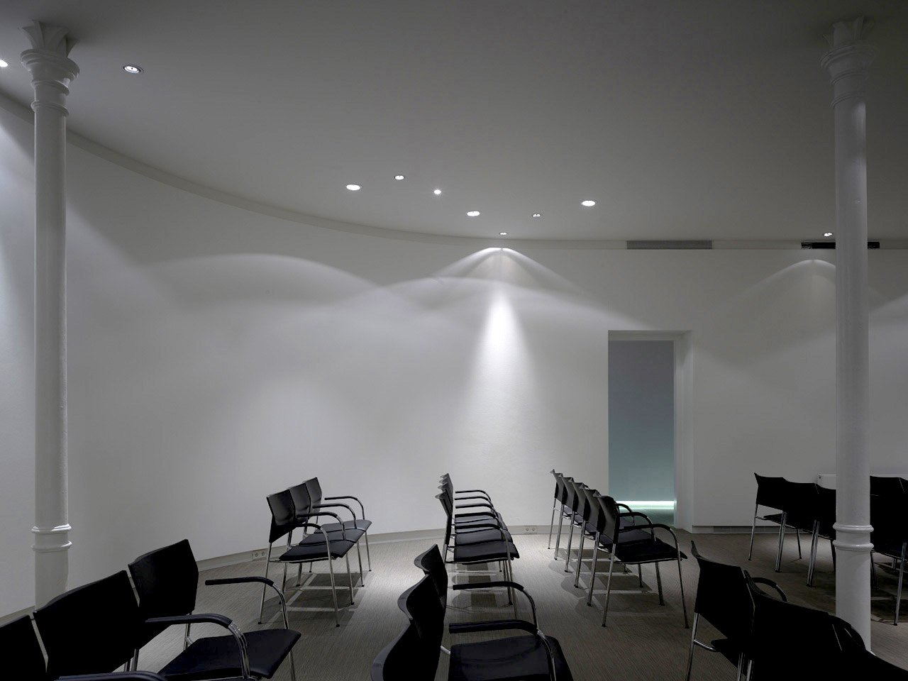 Liong Lie architects Taets interieur oval conference room